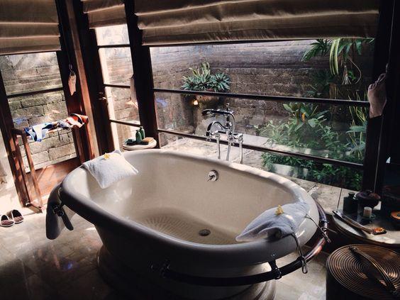 Badewanne mit Balkon