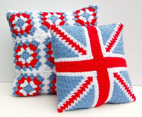 union jack crochet pillow by Hopscotch Lane, via Flickr  @Nuit de la Broderie