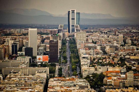 """SecretosdeMadrid on Twitter: """"Tu barrio te parece lo más y te encanta ¿Pero sabías que en Madrid hay otros 127? (Foto de Emilio Naranjo) https://t.co/nXpEZcERUx"""""""