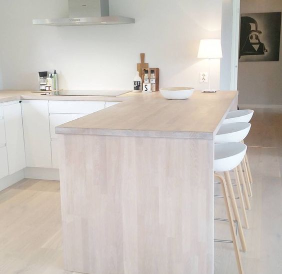 Light Wood Kitchen Worktops: I Simply Adore This Norwegian Home's Breakfast Bar, Modern