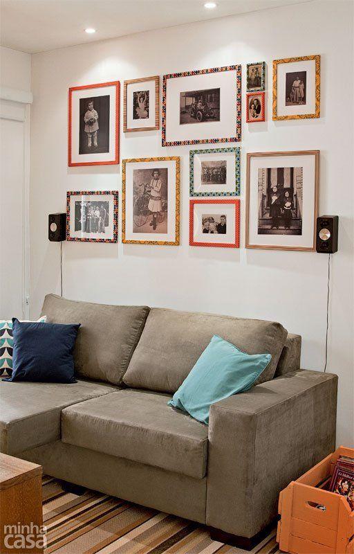 Imagens em preto e branco harmonizam-se com molduras prontas revestidas de diferentes tecidos adesivos.