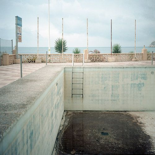 Empty pool tumblr urban decay empty pools pinterest for Empty swimming pool