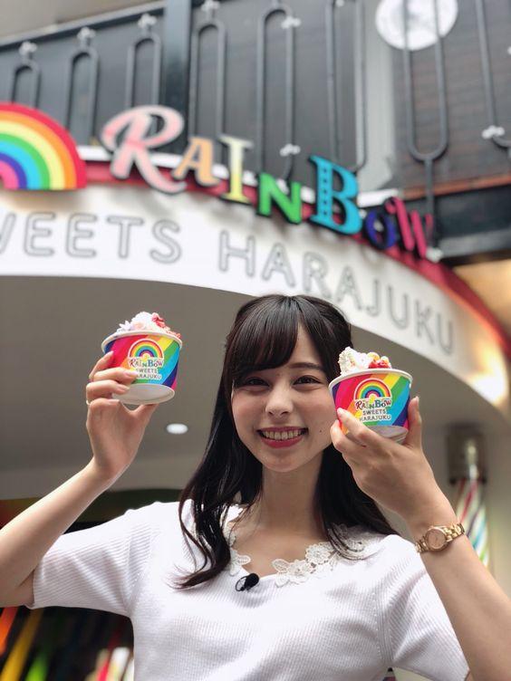 笑顔の山本萩子アナ