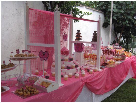 Postres mesas and candy party on pinterest - Como decorar un bar ...