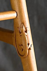 carved lizard in leg of chair. Oh sooo doing this one !! maybe a tree frog or 2 also !