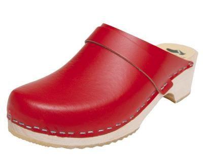 Los zuecos, mi madre se nego a comprarmelos, me tocó convencer a mi abuelo, los mios eran rojos tambien...