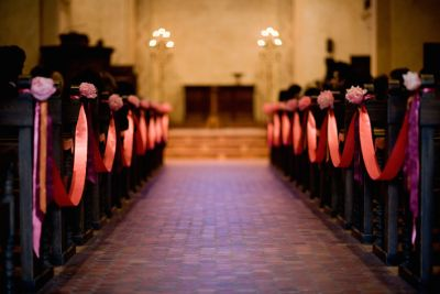 pink-ribbons-and-flowers-on-church-pews