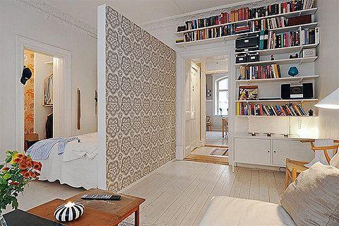 os livros sao o foco principal deste apartamento....