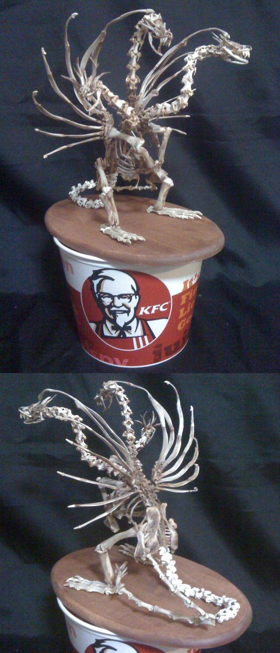 Dragon à 3 têtes avec les os de poulets du KFC