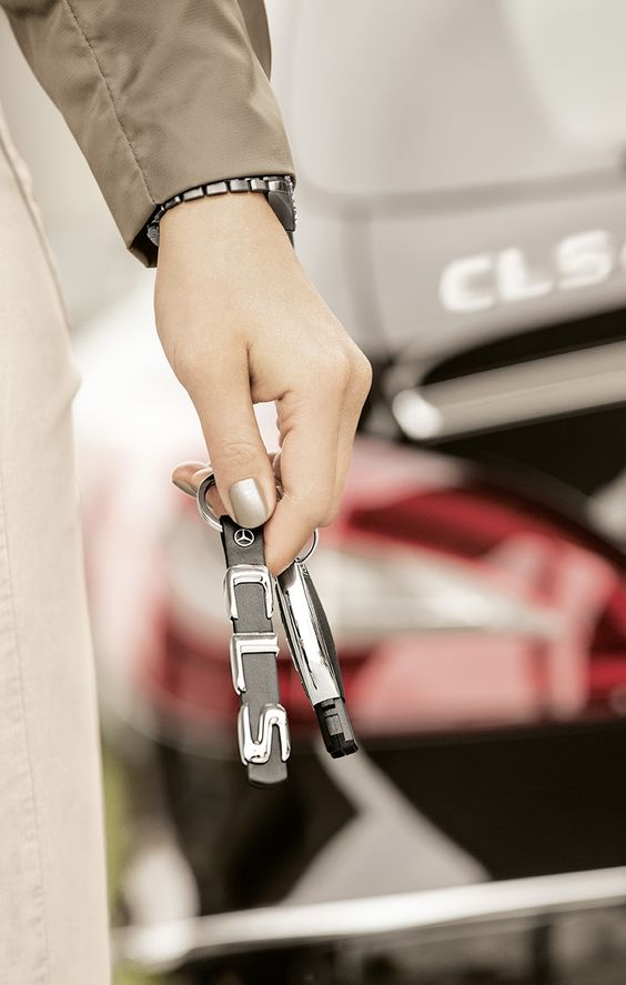 Make an impression, with the accessories from the Mercedes-Benz Collection.