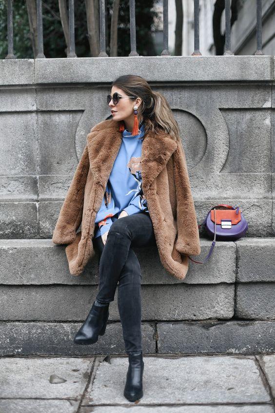 Teddy Coat + Blue Retro Shirt   Mi armario en ruinas #fashion #outfit #ideas #outfitideas #mode #moda #ideeën #outfitideen #modetrends #classy #style #teddycoat