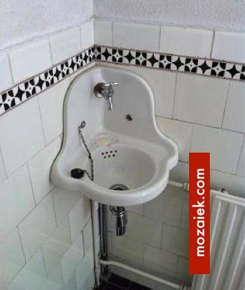 Zwart wit tegels en antiek hoekfonteintje anno 1910 toilet pinterest - Deco toilet ontwerp ...