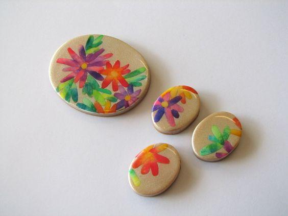 """En mi blog tengo un tutorial que explica como se hace ésta creación, se llama """"Uso de tizas de pastel"""". La dirección es tiendafabi.blogspot.com.es/2010/05/tutorial.html"""
