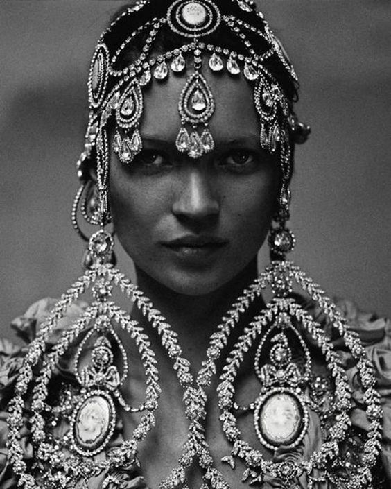 Now those are serious statement earrings. Click the link in our bio to see the biggest boldest pairs in Vogue. #KateMoss photographed by #AnnieLeibovitz Vogue October 1999. by voguemagazine