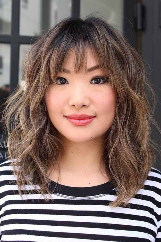 Oblique Bangs With A Short Haircut How To Choose A Face Short Hair Hairstyles Curly Bob Hairstyles Bangs C In 2020 Short Wavy Hair Short Hair With Bangs Hair Styles