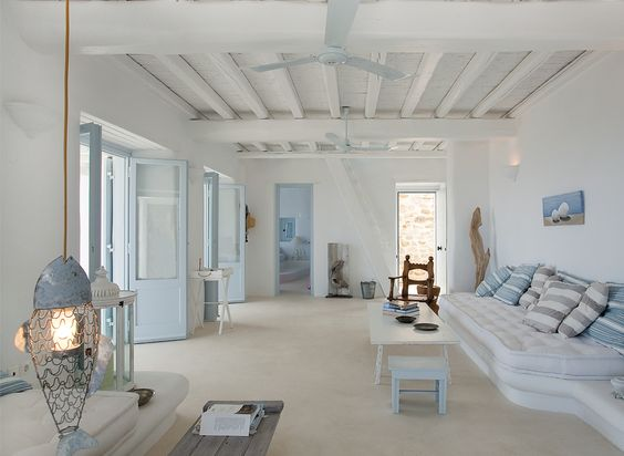 Beach house // White Stucco Creates An Inspiring Vision