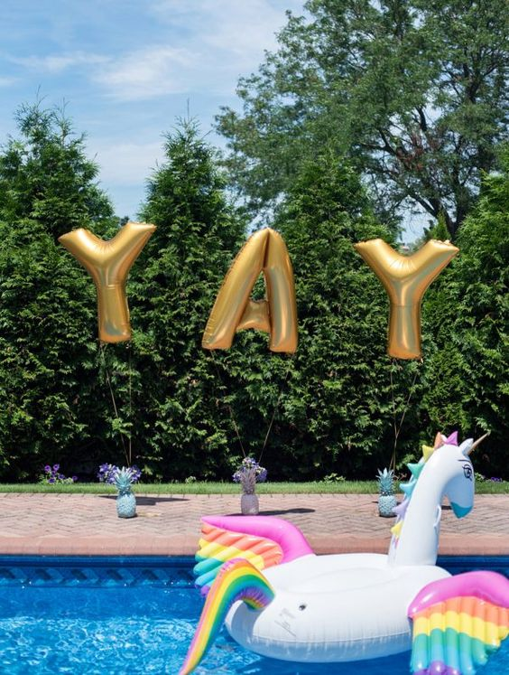 Bachelorette Pool Party, Lin Pernille Photography, http://mytrueblu.com/2016/09/12/fun-summer-bachelorette-pool-party/