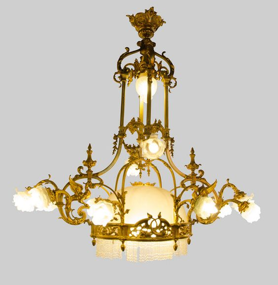 A VERY FINE FRENCH CHANDELIER