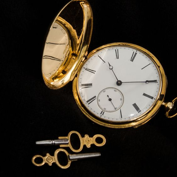 Altehrwürdige Taschenuhren und vieles mehr in ausgezeichnetem Zustand zum Verkauf im Auktioneum | creme wien