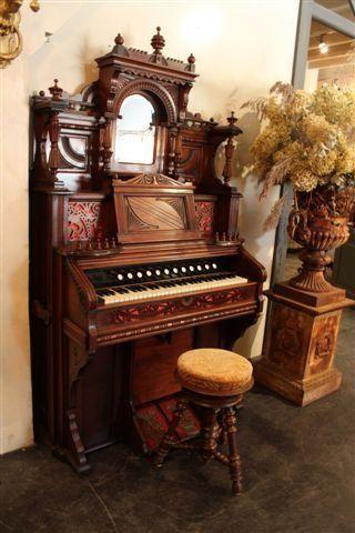 Chicago Cottage Organ Co.-Spiegeltop Harmonium