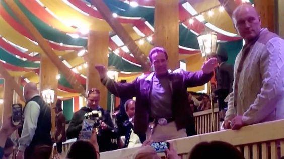 Arnold Schwarzenegger – Der Terminator feiert auf der Wiesn - München - Bild.de