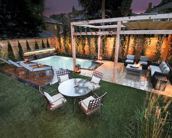 plazoleta de jardín con chimenea y pérgola