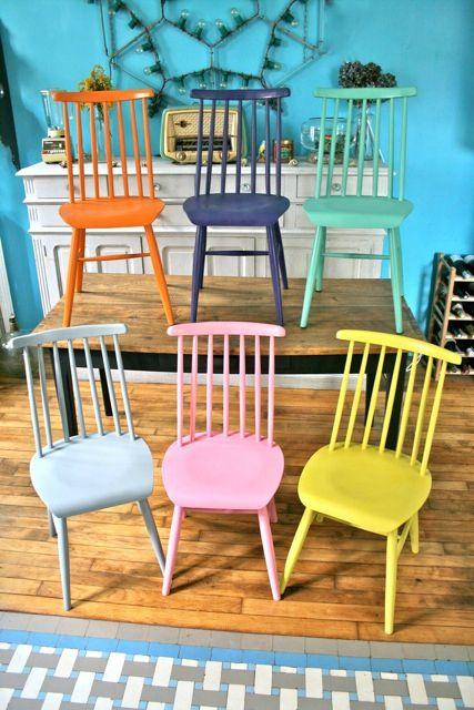 Chaises scandinaves color es inspiration chaises et for Chaises design colorees