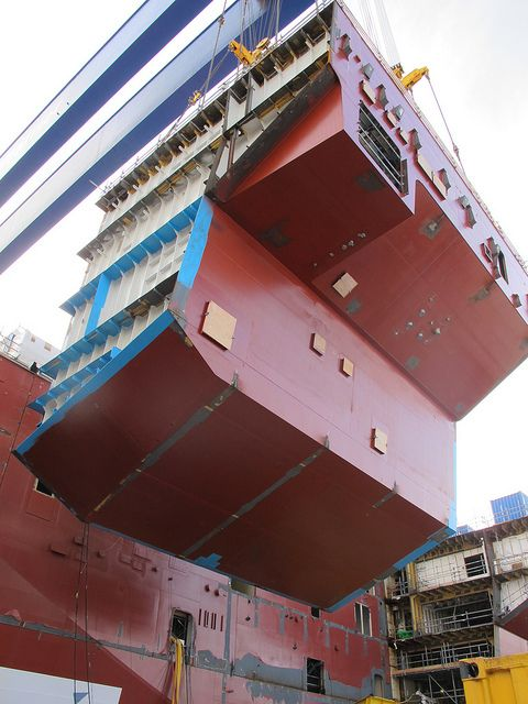 Sponson 02 lift sept 28 by QEClassCarriers, via Flickr