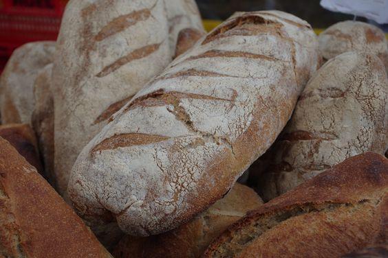 Du pain bio cuit au feu de bois à la ferme de la Grande Suhardière.