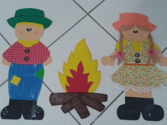 Painel contendo 2 personagens medindo aprox. 60cm e uma fogueira medindo aprox. 40 cm
