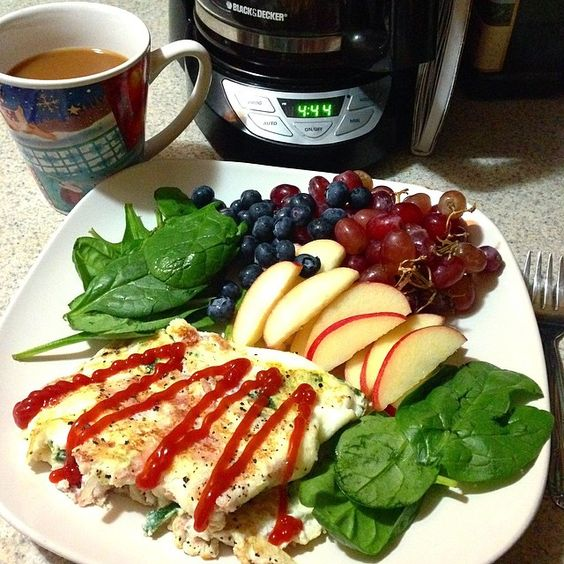 This morning I am having a 5 egg white + ham + white onion and spinach omelet with ketchup  spinach on the side, red seedless grapes  blueberries and a sliced apple   My tummy and brain are happy  Have an amazing Monday everyone! And make sure you eat your breakfast!