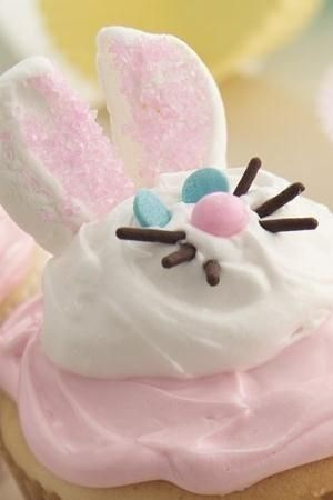 You're just a hop away from making deliciously sweet bunny cupcakes.