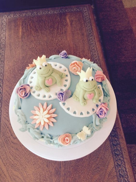 Grans 98th birthday cake frogs