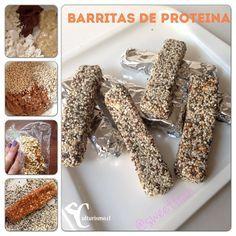 Ya, acá mi versión de barras proteicas! Económicas, sin azúcar añadida. Proteinas, carbos complejos, Boom!!! Ingredientes: - 3 Scoop de whey protein (yo usé gold standard de vainilla, usa la que tengas) - 3 Cucharadas de mantequilla de maní casera endulzada con stevia.(son 50grs) - 1/2 Taza de pipocas de quinoa (son 16grs) - 1/2…
