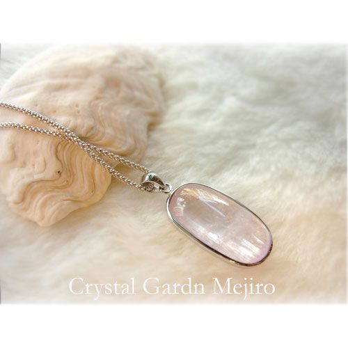 "The silver necklace -  crystal of quality kunzite, an angel, and healing one-house house"" Crystal Garden   Mejiro """