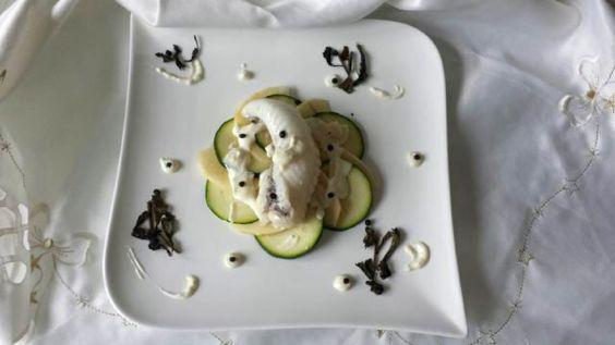 Lotte en papillote, courgette et pomme crues, sauce délicate au thé vert
