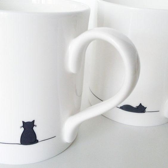 Assis Cat et dormir chat tasse Set de deux par JinDesignsShop