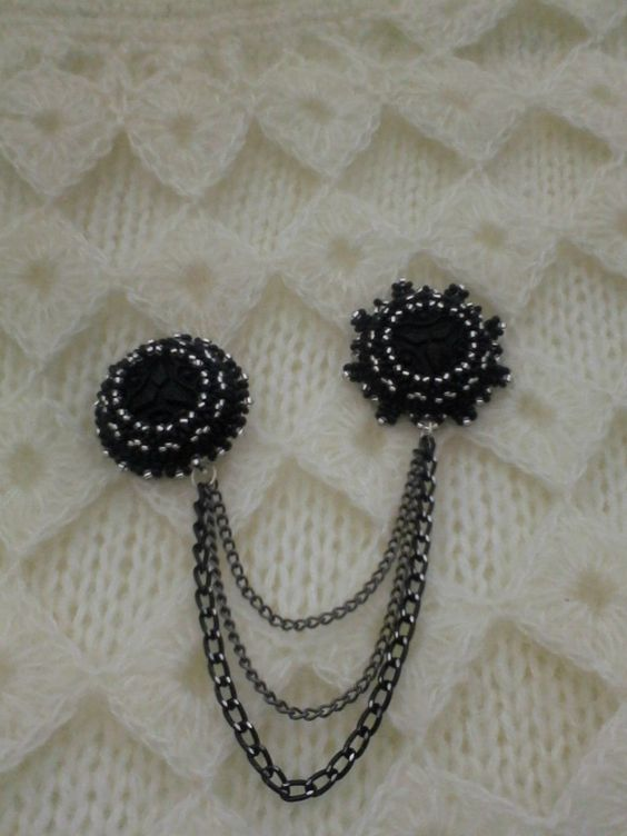 """Set """"Winter Lights"""". Dual brooch and earrings. Artificial carved cabochons, Czech beads, accessories """"under the silver."""" The reverse side - genuine leather. Brooch diameter of 3 and 3.5 cm. Earrings 3h10,5 cm with fastener. 8$"""