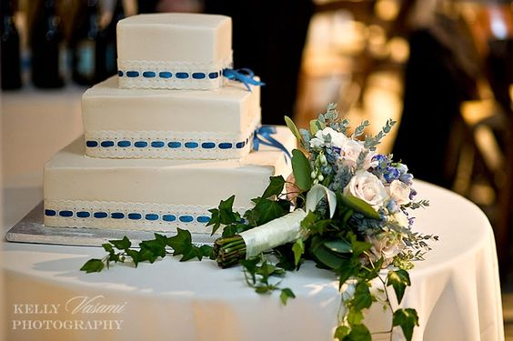 beautiful sweet and elegant cake and bouquet