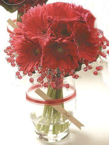 http://www.wedding-flowers-and-reception-ideas.com/images/gerbera-daisy-wedding05.jpg