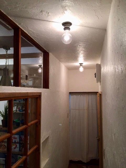 漆喰が塗られた天井には 工業系レセップ を使用していただきました