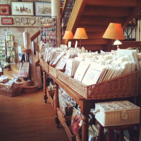 Le Bonheur des Dames-shops: Le Viaduc des Arts - 17, Avenue Daumesnil - 75012; 8 Passage Verdeau - 75009; http://www.bonheur-des-dames.biz/boutique_us/liste_rayons.cfm?code_lg=lg_us