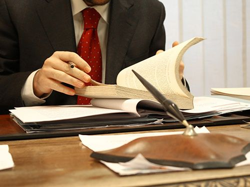 Experienced Corporate And Commercial Lawyers Systematically Prepare The Cases Personal Injury Lawyer Criminal Defence Lawyer Injury Lawyer