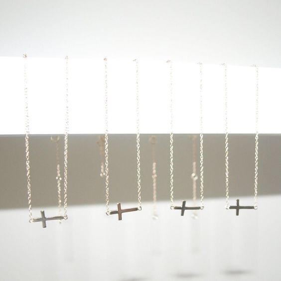 """Collares cruz plata de ley bañados en oro. ¡15% de descuento en todos nuestros productos hoy y mañana! Código """"TELOMERECES"""" www.koketta.es"""