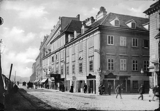 TitelWien 6, Theater an der Wien BeschreibungFassade ganz schräg von rechts über Eck. KörperschaftLedermann, Postkartenverlag  Datierungum 1900