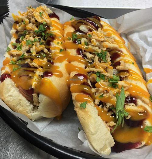 The Vegan Hot Dog Cart Market On South Orlando Florida Restaurant Happycow Vegan Hot Dog Florida Restaurants Hot Dogs