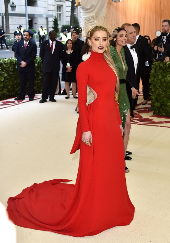 Kate Moss Still Has the Best Legs on the Met Gala Red Carpet