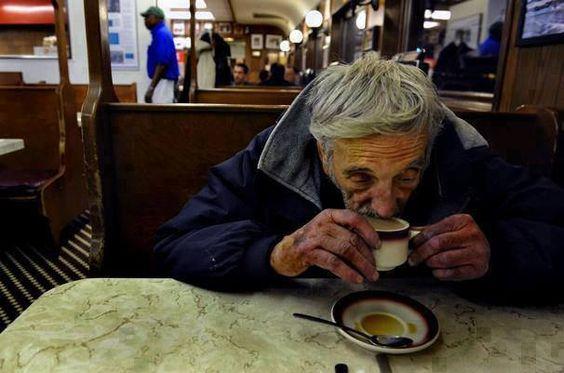 """Una forma sencilla de asistir a un necesitado: Dejar pagado un """"café en suspenso"""" en un establecimiento para que más tarde una persona que lo solicite lo  pueda tomar. https://www.facebook.com/Unseenpicturesforyou"""
