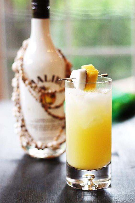 Coconut Pineapple Rum Drink | http://cookswithcocktails.com/coconut-pineapple-rum-drink/