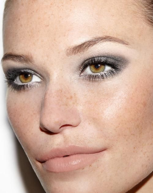 Photo: Robin Black Bright gold, glossy silver, and deep bronze—from Donna Karan to Dior, metallic eyes ruled the fall 2014 runways.  These shimmering, light catching shades flatter a wide range of skin tones and add a pop to fall's subdued palette.  One of my favorite metallic colors for eyes is deep platinum gray.  NARS Smudge Proof Eyeshadow Base ($25) Related: Emily Weiss Talks Glossier Step 2 Sweep a pale silver shadow over your entire lid, blending to just past your crease.